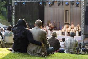 Konzertatmosphäre inmitten der Natur: Das NaturTheater Bad Elster
