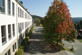 Blick auf den Hof der Grundschule Bad Elster