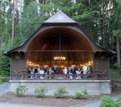 Der holzverzierte Musikpavillon am NaturTheater vis-á-vis des »Waldschlösschens«